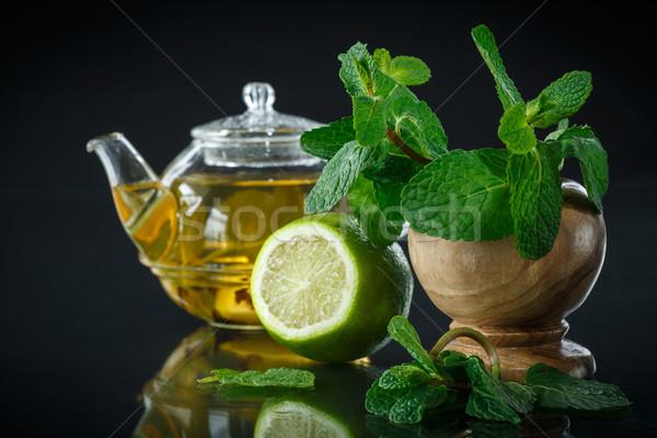 Chá limão de preto água vidro Foto stock © Peredniankina
