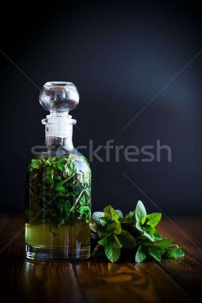 Menta jarabe vidrio botella mesa de madera agua Foto stock © Peredniankina