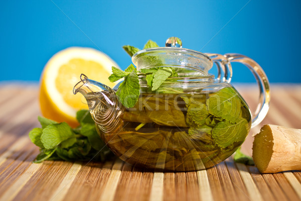 Foto stock: Chá · verde · de · gengibre · fresco · azul · folha