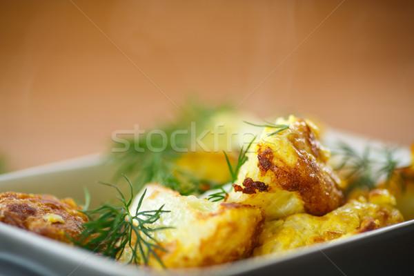 Karnabahar ahşap masa yumurta arka plan tablo Stok fotoğraf © Peredniankina