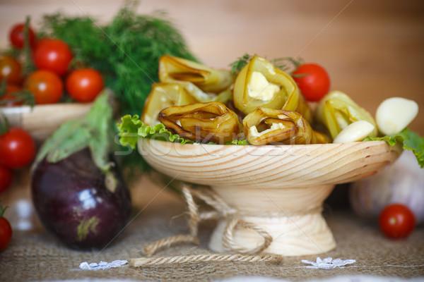 Stok fotoğraf: Patlıcan · peynir · sarımsak · ahşap · fincan · tabağı