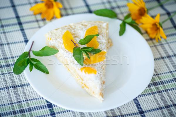 Waffle bolo pêssegos creme decorado de Foto stock © Peredniankina
