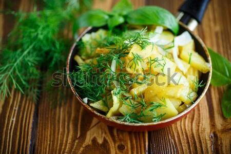Stok fotoğraf: Patates · otlar · tava · ahşap · yeşil