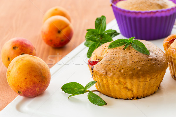 Muffins menthe table en bois alimentaire fruits gâteau Photo stock © Peredniankina