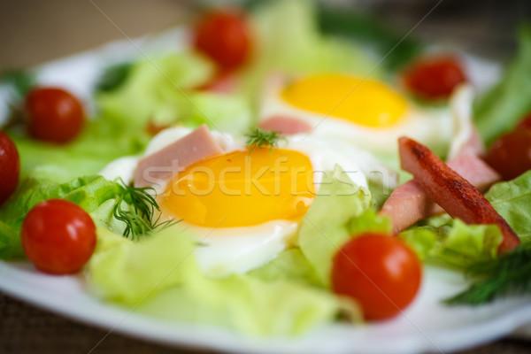 Sült tojások kolbász paradicsom tányér tojás Stock fotó © Peredniankina