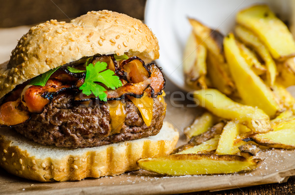 Carne burger bacon queijo cheddar caseiro fries Foto stock © Peteer