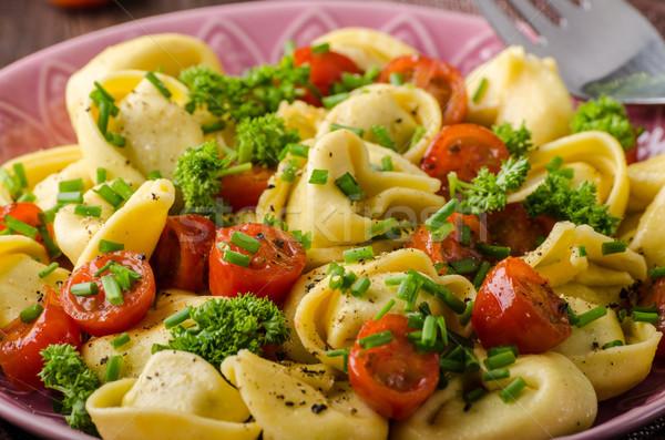 Tortellini hierbas tomates frescos queso alimentos Foto stock © Peteer