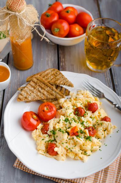 Ovos mexidos tomates cebolinha panini brinde Foto stock © Peteer