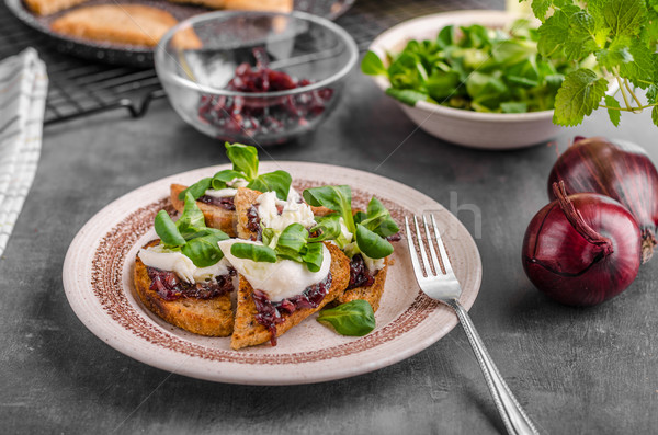 Alimentaire Toast oignon mozzarella délicieux bio Photo stock © Peteer