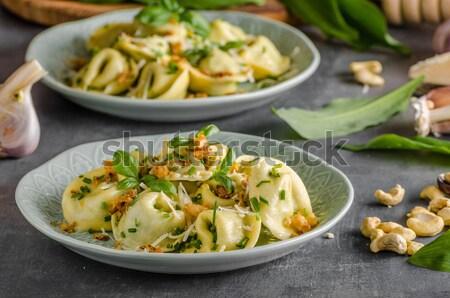 Töltött tortellini fokhagyma spenót sült hagyma Stock fotó © Peteer