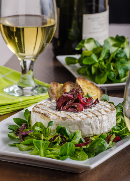 A la parrilla camembert ensalada baguettes alimentos Foto stock © Peteer