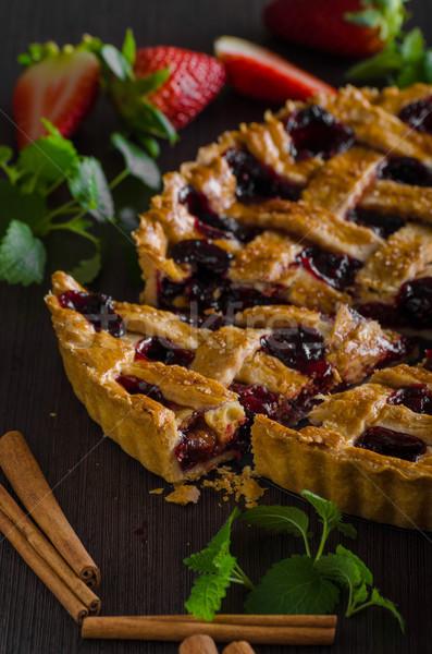 Foto stock: Rústico · tarta · bayas · delicioso · edad · fondo