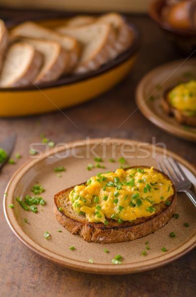 Roereieren kruiden eenvoudige vol eiwit ontbijt Stockfoto © Peteer