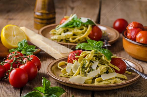 Pâtes pesto basilic fraîches tomates parmesan Photo stock © Peteer