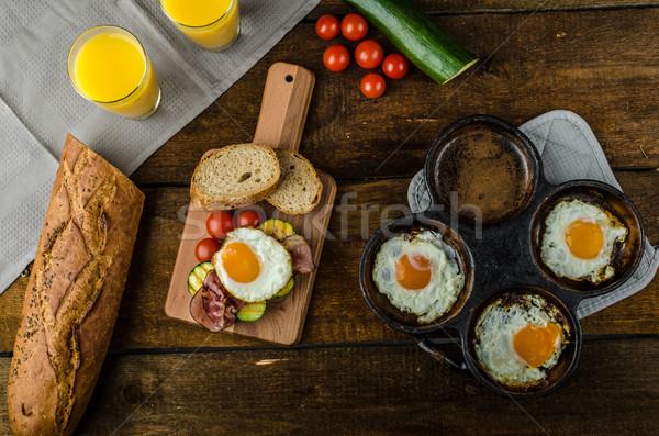 Rústico desayuno frescos huevos tocino Foto stock © Peteer