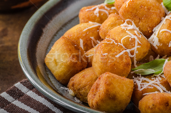 Dourado frito mini queijo parmesão delicioso tomates Foto stock © Peteer