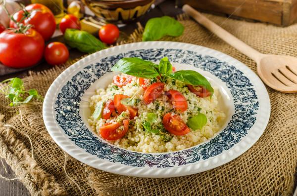 Foto stock: Couscous · pesto · tomates · rápido · delicioso · comida · vegetariana