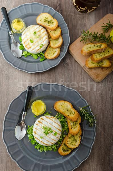 Grelhado queijo camembert ervas fresco erva Foto stock © Peteer