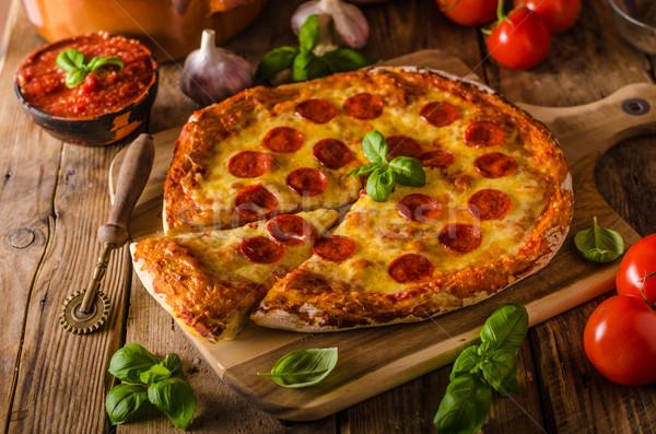 Casero queso pizza salami delicioso cheddar Foto stock © Peteer
