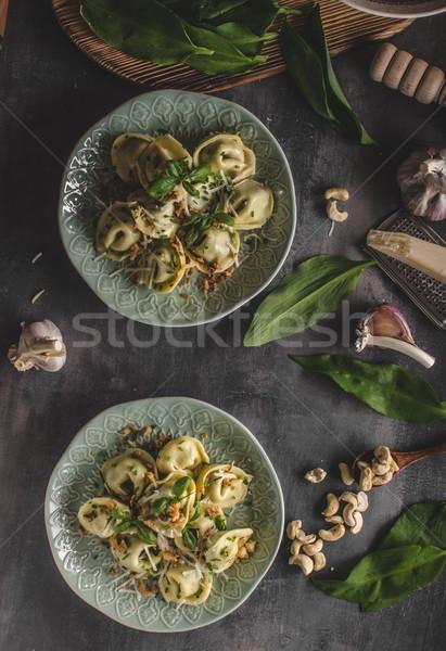 Doldurulmuş tortellini sarımsak ıspanak soğan Stok fotoğraf © Peteer