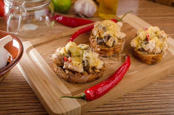 ördög pirítós tyúk hús chilli sajt Stock fotó © Peteer