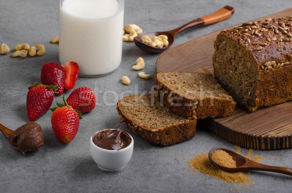 Teljes kiőrlésű kenyér friss eprek csokoládé háttér Stock fotó © Peteer