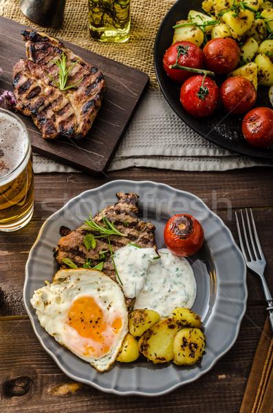 A la parrilla cerdo carne cerveza ajo salsa Foto stock © Peteer
