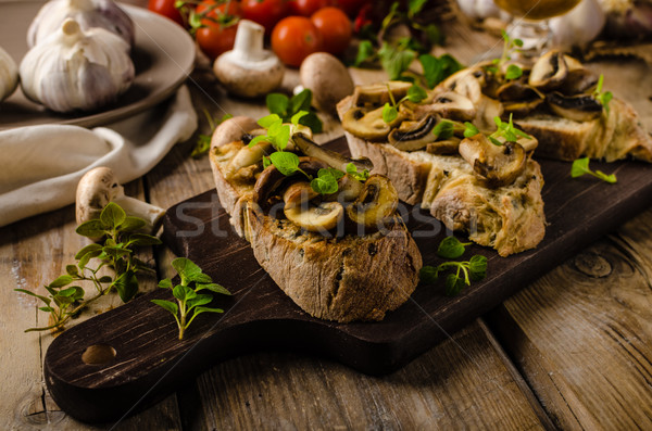 Rustico toast pane aglio funghi erbe Foto d'archivio © Peteer