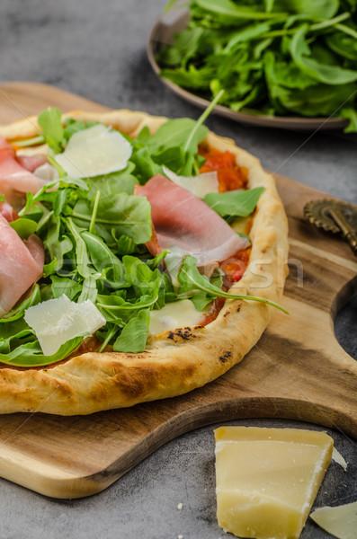Rústico jamón pizza parmesano madera cocina Foto stock © Peteer