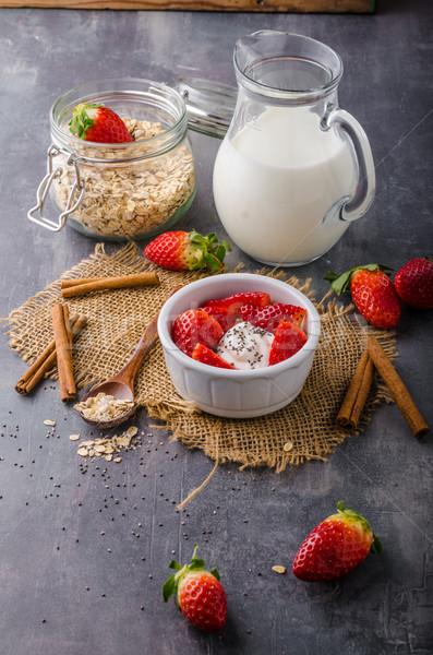 Frescos granola orgánico yogurt bayas leche Foto stock © Peteer