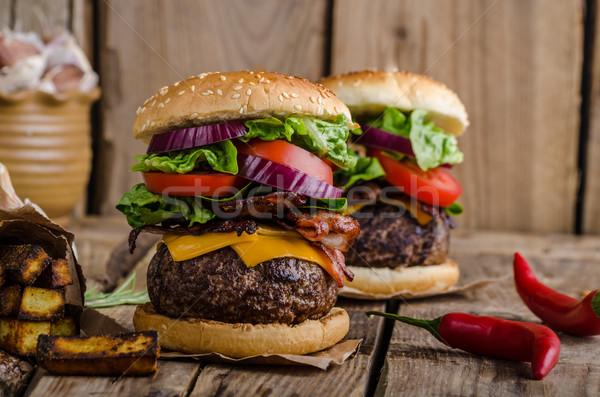 Stockfoto: Rundvlees · hamburger · rustiek · stijl · chili · paprika