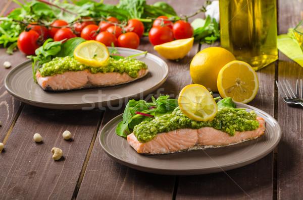 Salmão pesto fresco salada Foto stock © Peteer