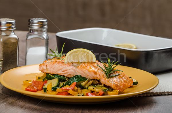 Salmone mediterraneo verdura tavolo in legno piatto Foto d'archivio © Peteer