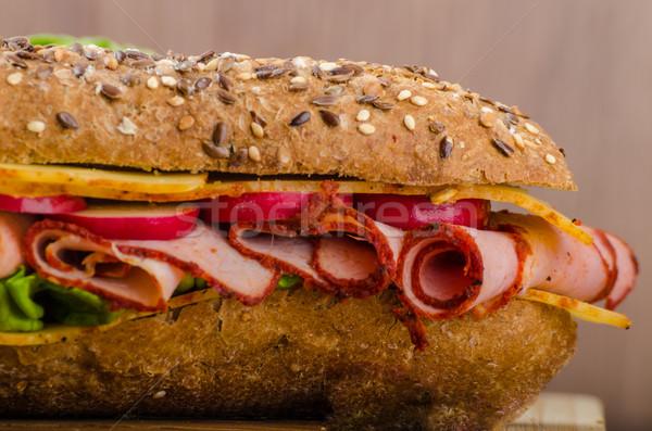 Teljeskiőrlésű francia kenyér füstölt rusztikus fűszeres sajt Stock fotó © Peteer