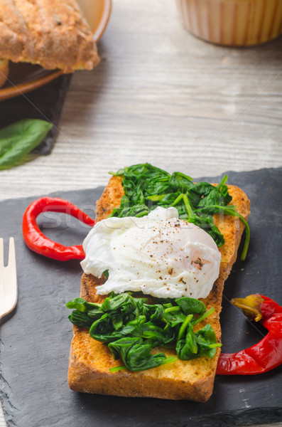 поджаренный багет яйцо чеснока шпинат таблице Сток-фото © Peteer