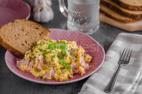 Pâine proaspăt ouă placă Imagine de stoc © Peteer