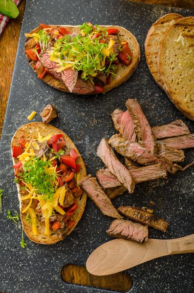 Sült kenyér paprikák chilli bifsztek cheddar Stock fotó © Peteer
