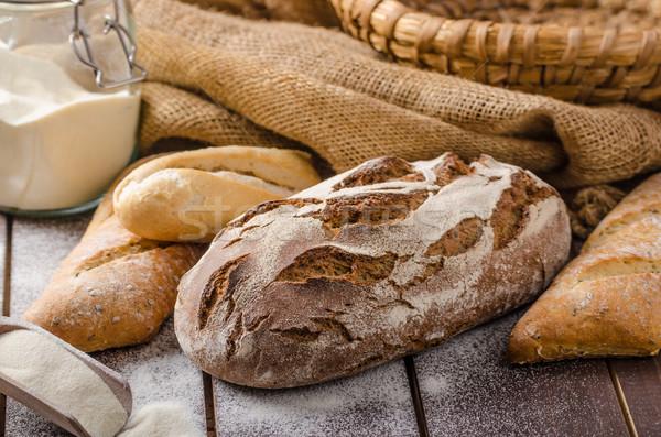 Fraîches agriculteur rustique style pain Photo stock © Peteer