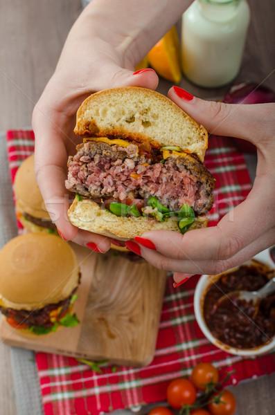 Carne fatto in casa salsa barbecue cheddar pomodorini mani Foto d'archivio © Peteer