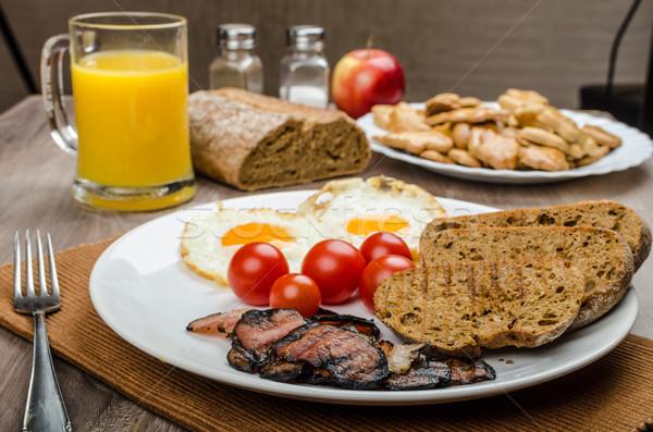 завтрак бекон колбаса хлеб яйца апельсиновый сок Сток-фото © Peteer