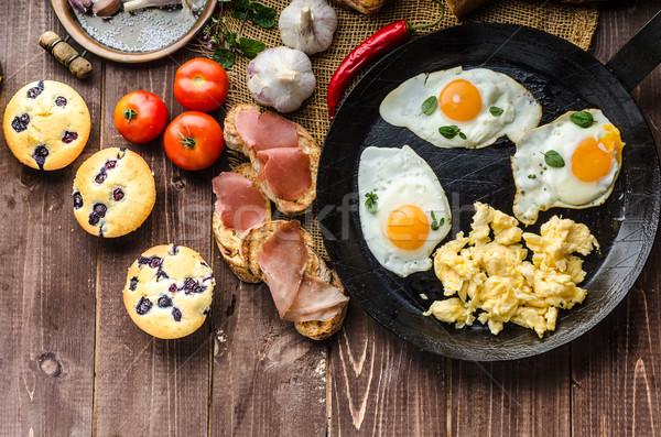 Tele fehérje reggeli fokhagyma pirítós tojások Stock fotó © Peteer