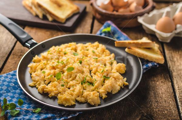 Huevos revueltos rústico estilo brindis hierbas alimentos Foto stock © Peteer