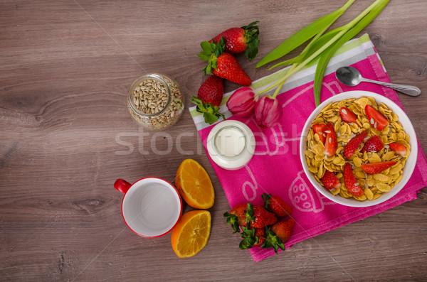 Сток-фото: здорового · завтрак · кукурузные · хлопья · молоко · плодов · клубники