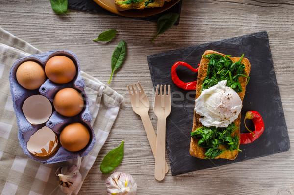 Prajite ou usturoi spanac tabel Imagine de stoc © Peteer