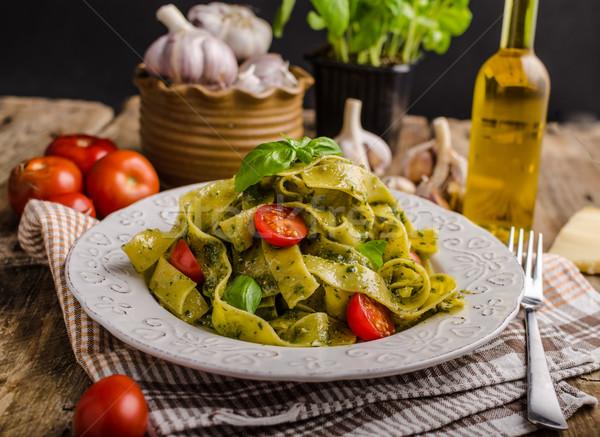 Pasta basilico pesto semplice olio d'oliva Foto d'archivio © Peteer