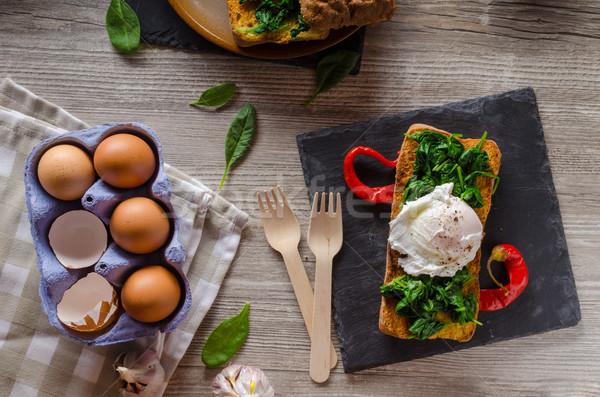 Tostato uovo aglio spinaci tavola Foto d'archivio © Peteer