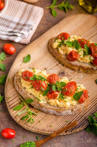 Brot Eier Frühstück Kräuter Tomaten Essen Stock foto © Peteer