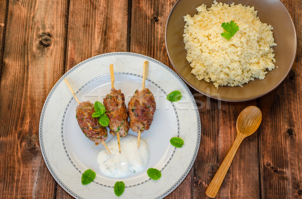 Carne de vacuno brocheta cuscús cilantro ajo menta Foto stock © Peteer