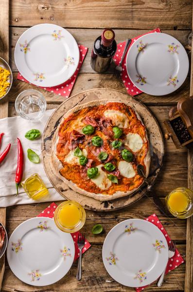 Pizza rústico estilo italiano prosciutto albahaca Foto stock © Peteer