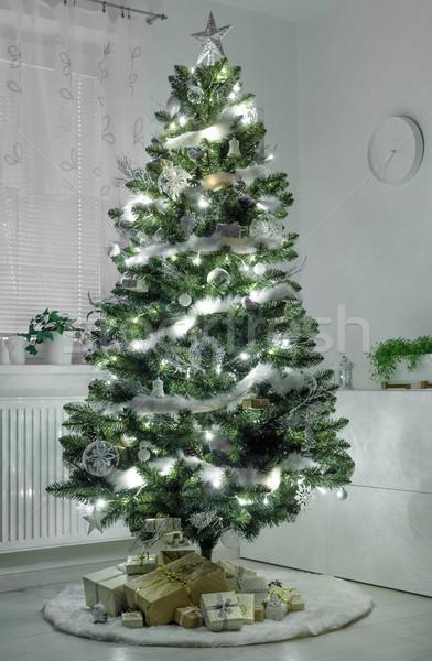 Kerstboom traditioneel geschenken lichten witte boom Stockfoto © Peteer